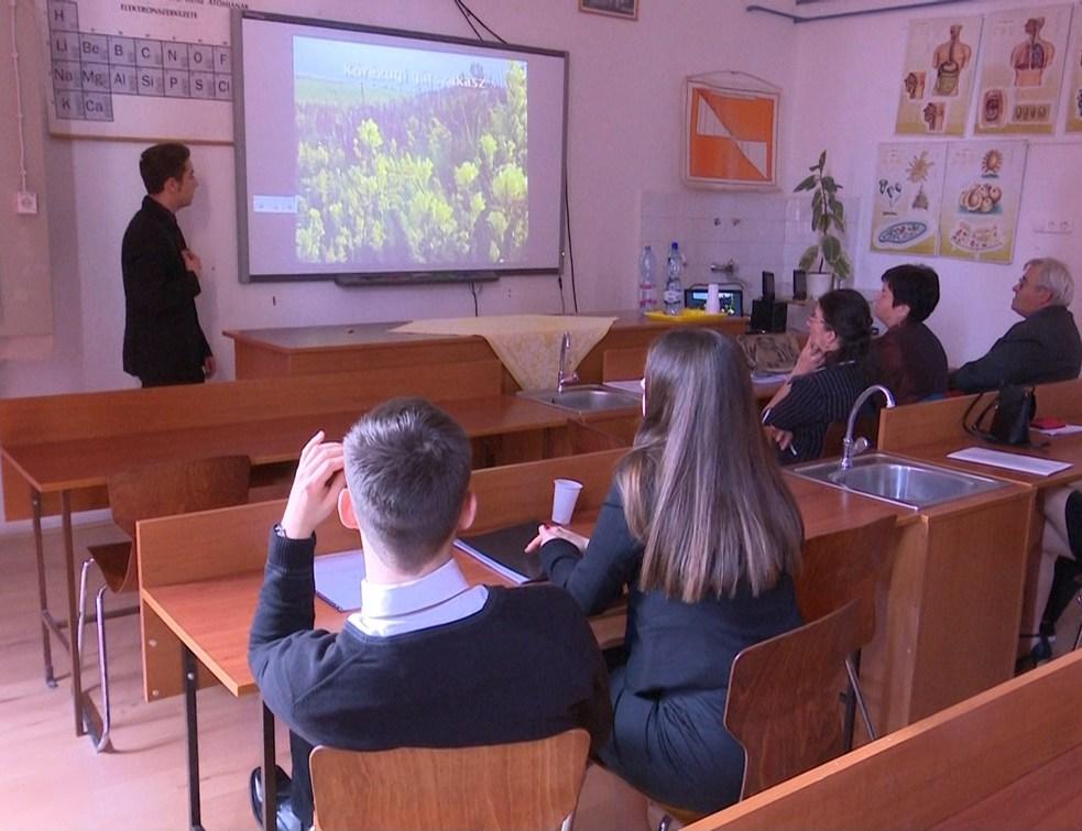 Nyolc csokonais diák a természettudományos diákkonferencián