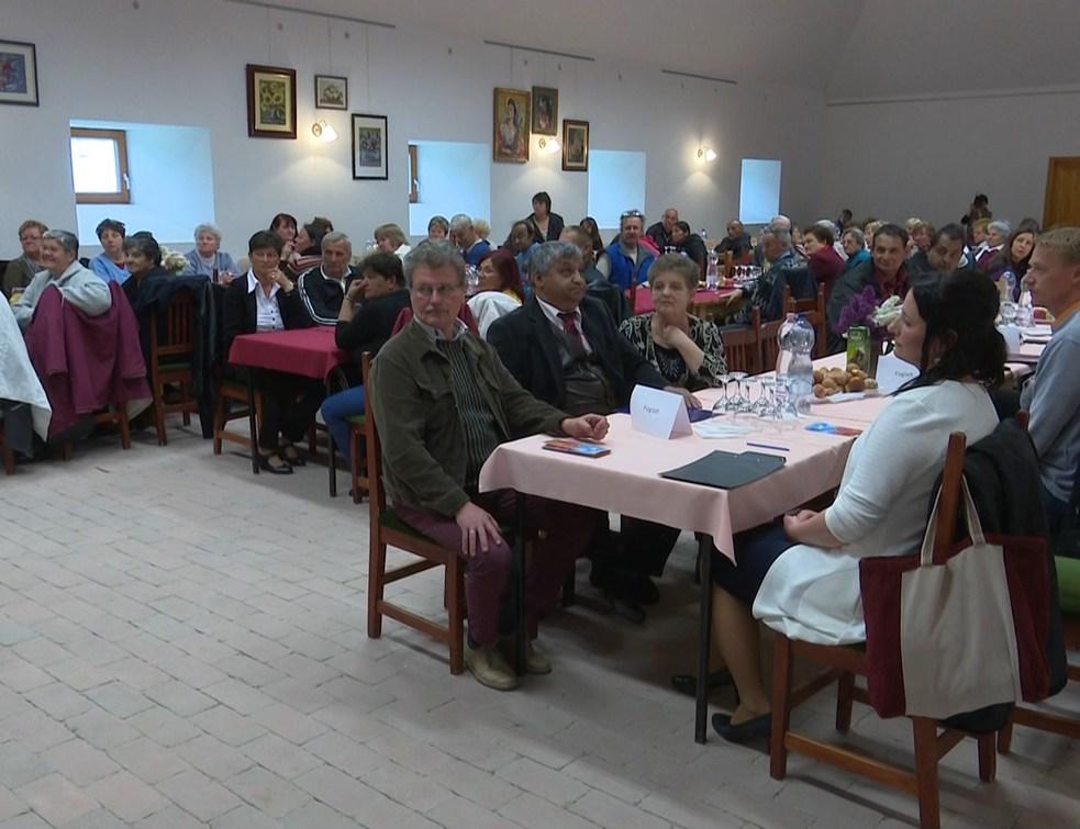 Köszöntők, fellépők a roma kultúra ünnepén
