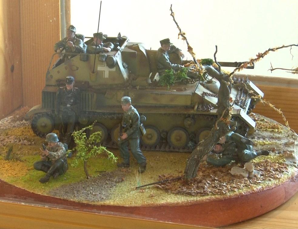 Haditechnikai makettekből nyílt kiállítás