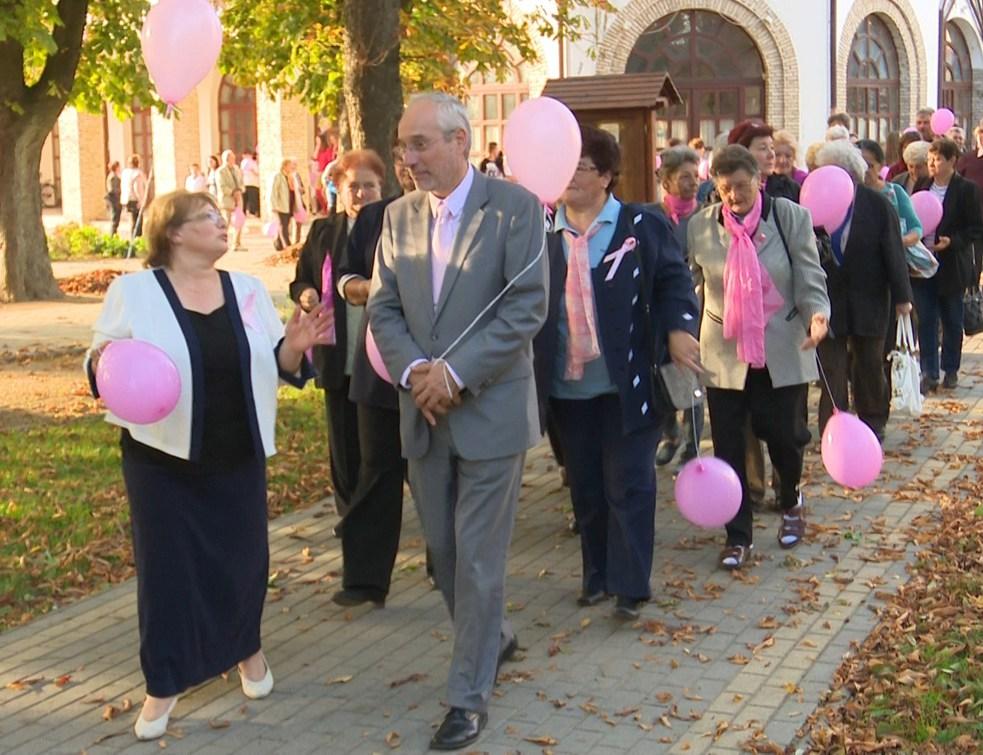 Rózsaszín szalagos séta: felhívás a mellrák elleni küzdelemre
