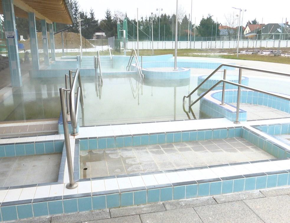 Újra megnyitották a termál medencéket a Városi Uszodában
