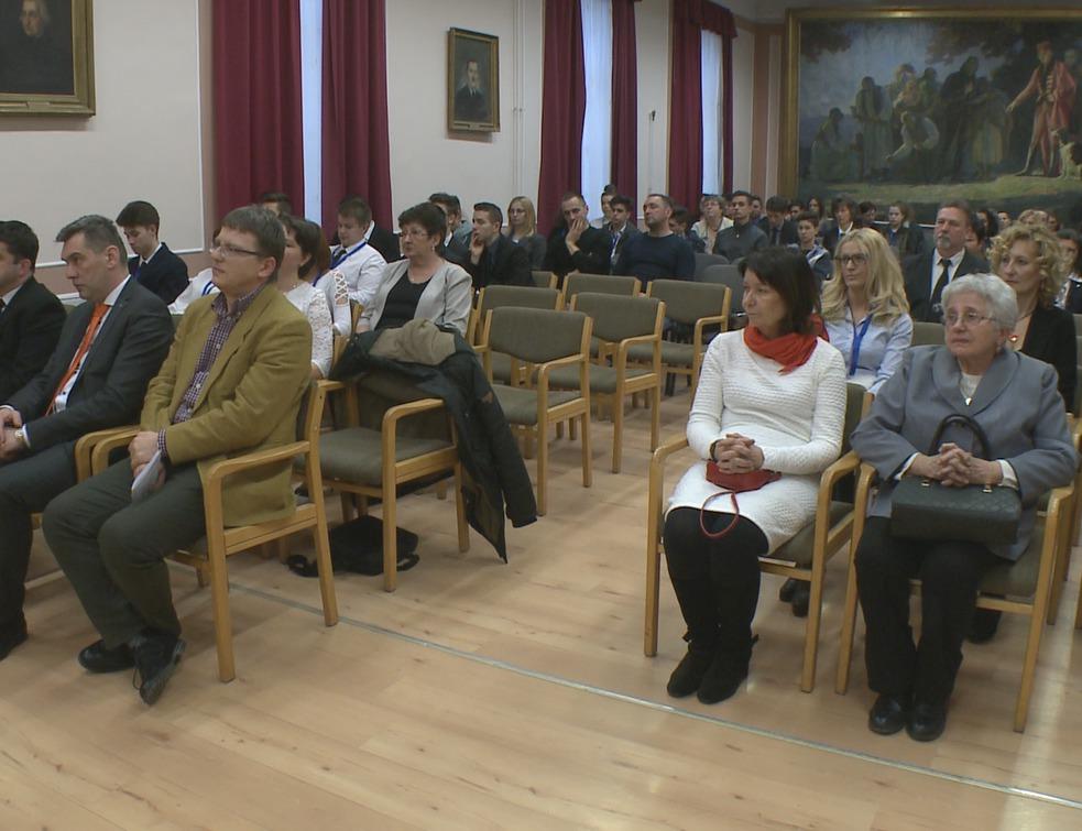 Ünnepélyes keretek között nyitották meg a diákkonferenciát