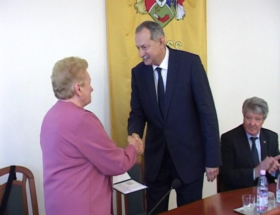 Átvette a képviselői megbízólevelet Szászfalvi László