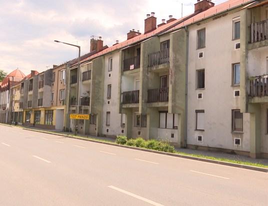 Eladnák az önkormányzati lakások mintegy felét