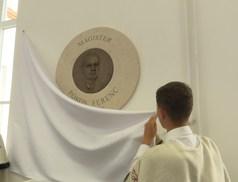 Pókos Ferenc tanárnak állítottak emléket a református gimnáziumban