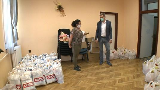 190 adománycsomag kiosztását kezdte meg a Csurgói Napsugár Egyesület