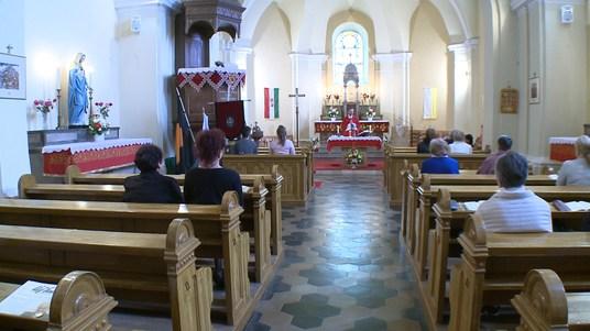 A hívek már részt vehettek a pünkösdi szentmisén