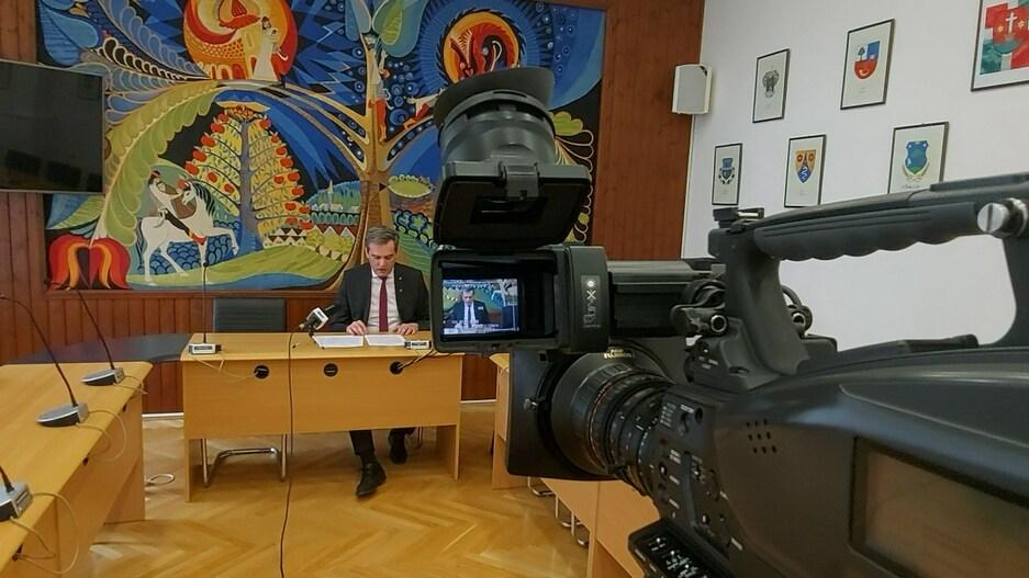 Polgármesteri sajtótájékoztató a nagyobb mértékű enyhítésekről