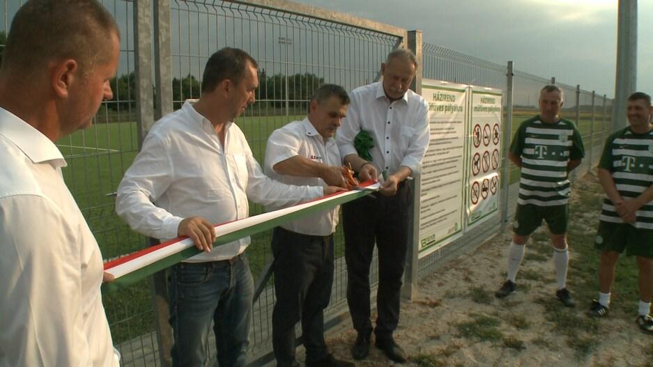 Centenáriumi ünnepség műfüves focipálya avatással