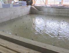 Elvégezték a víz zárósági próbát az épülő uszodánál